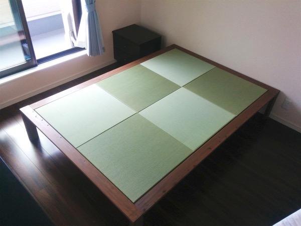 市松模様の畳でベッド