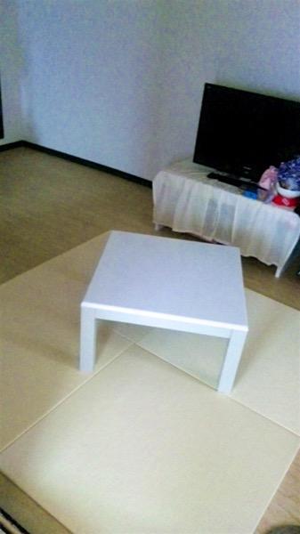 清流 乳白色を敷いた居間