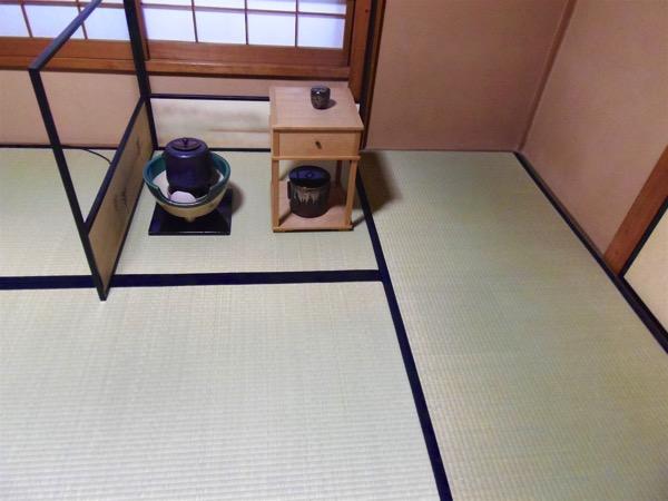 茶道の練習に上敷を使用する前