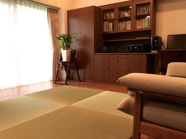 スケルトンリフォームしてからリビングに置き畳を敷いた部屋