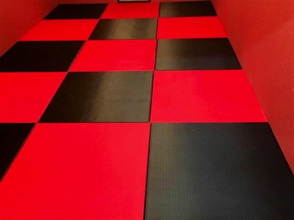 黒赤の畳_2