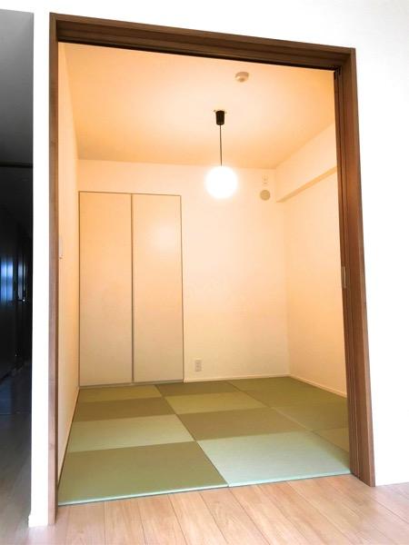 置き畳を敷いた洋室