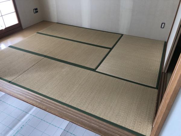 古い畳を敷いた和室